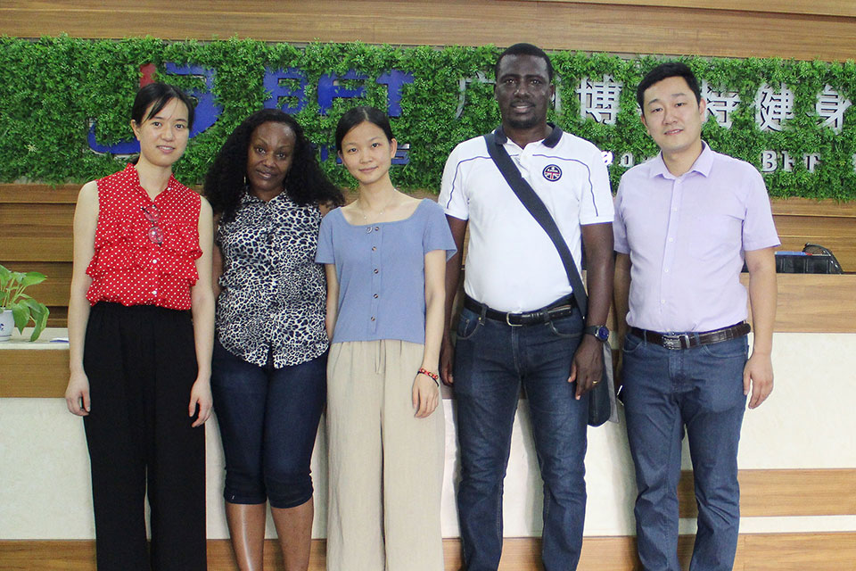 Tanzanian customers come to China to import fitness equipment